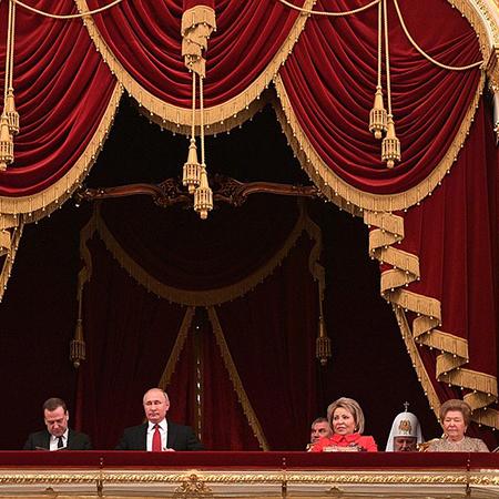 Щелкунчик и мышиный король: Владимир Путин сводил друзей на балет