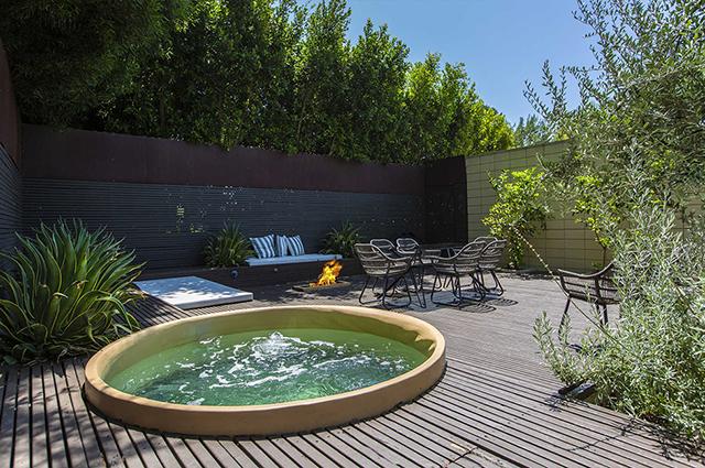 Джейми Дорнан продал свой необычный дом в Голливуде за 3,2 миллиона долларов