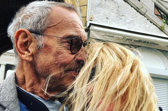 Юлия Высоцкая и Андрей Кончаловский поцеловались на улице Парижа: кадры из французского отпуска пары