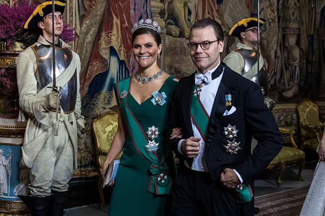 Шведская королевская семья показала свою коллекцию тиар на гала-ужине во дворце
