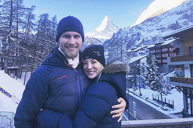 Кейли Куоко с мужем Карлом Куком наверстывает пропущенный медовый месяц в Швейцарии