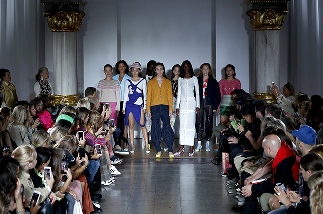 Новая мода: Vogue перестает сотрудничать с моделями младше 18 лет