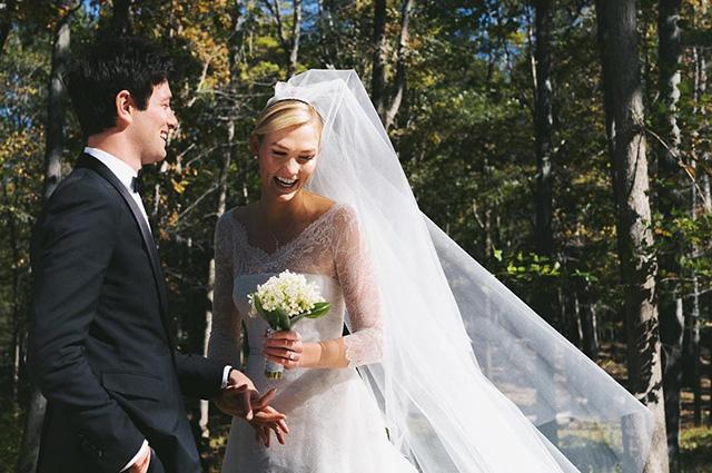 Обнародованы новые фото со свадьбы Карли Клосс и Джошуа Кушнера: детали образа невесты