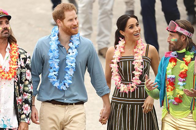 Принц Гарри и Меган Маркл присоединились к пестрой толпе серферов на пляже в Австралии