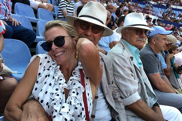 Юлия Высоцкая и Андрей Кончаловский отметили его день рождения в Испании: серия влюбленных фото