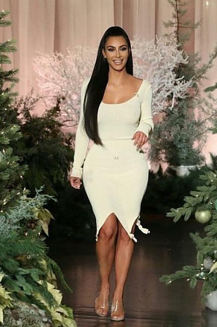 Ким Кардашьян пришла на съемку в винтажном платье от Jean Paul Gaultier