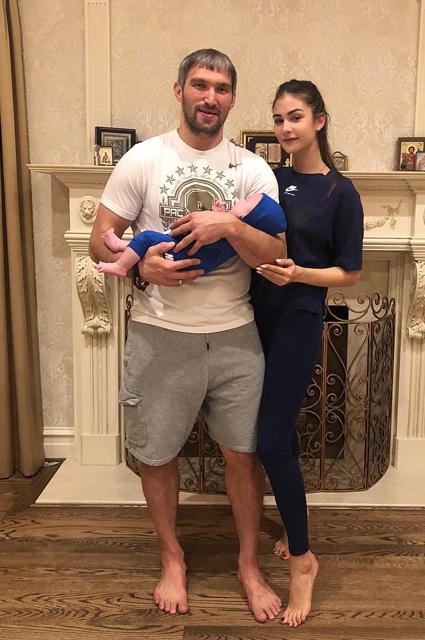 Александр Овечкин и Анастасия Шубская с сыном