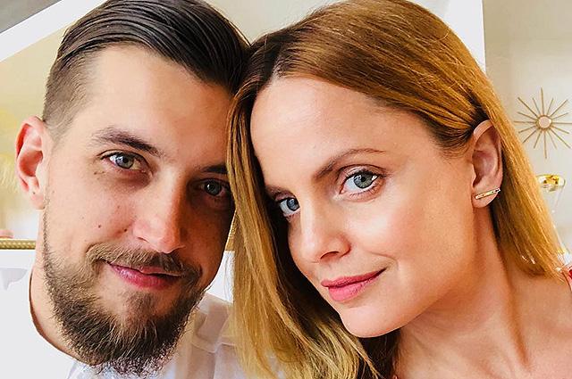 Мена Сувари тайно вышла замуж