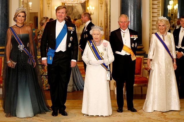 Королева Максима, король Виллем-Александр, королева Елизавета II, принц Чарльз, герцогиня  Корнуольская Камилла