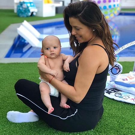 Ева Лонгория рассказала в видео о таланте своего трехмесячного сына