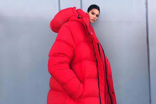 Кендалл Дженнер в гигантском пуховике стала первым зимним мемом в соцсети