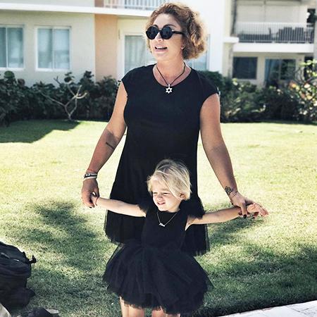 Симона с внучкой Алисой