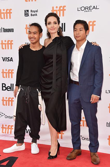 Анджелине Джоли будет помогать бороться за детей лучший специалист в этом вопросе