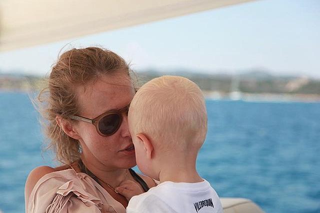 Ксения Собчак поделилась мыслями о счастье и опубликовала в сети новое фото сына Платона