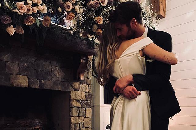 Майли Сайрус подтвердила, что вышла замуж за Лиама Хемсворта и показала фото со свадьбы