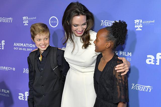 Анджелина Джоли с дочерьми Шайло и Захарой
