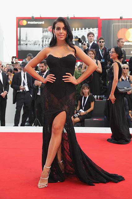 Джорджина Родригес дебютировала на Венецианском кинофестивале: два ярких выхода подруги Криштиану Роналду