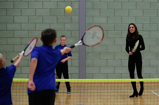 Кейт Миддлтон на каблуках сыграла в теннис как профессионал