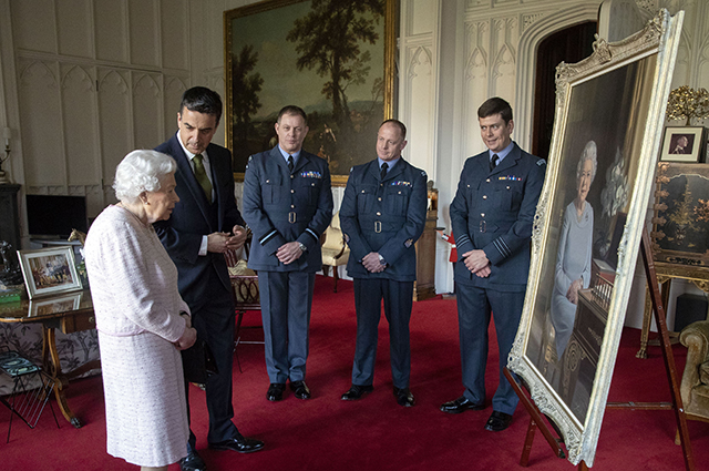 В гостиной королевы Елизаветы II появился новый трогательный семейный портрет