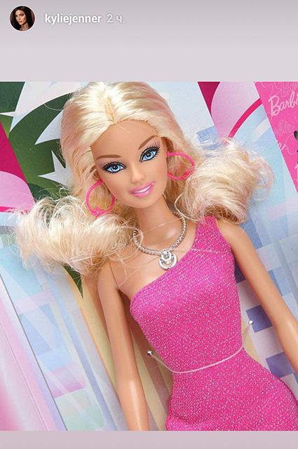 Кайли Дженнер переоделась в куклу Барби на Хеллоуин
