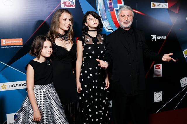Сосо Павлиашвили с женой Ириной и дочерьми Сандрой и Элизабет