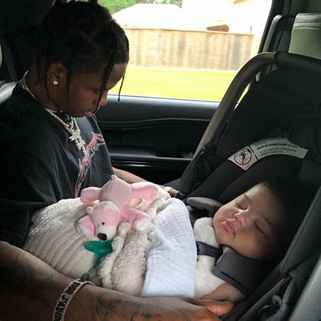 Трэвис Скотт с дочерью Сторми