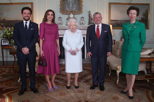 Принц Хусейн, королева Рания, королева Елизавета II, король Абдалла II, принцесса Анна