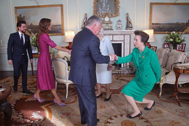 Принц Хусейн, королева Рания, король Абдалла II, королева Елизавета II, принцесса Анна