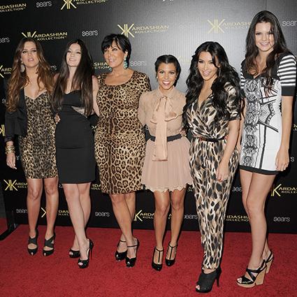 Хлоя Кардашьян, Кайли Дженнер, Крис Дженнер, Кортни Кардашьян, Ким Кардашьян и Кендалл Дженнер в 2011 году
