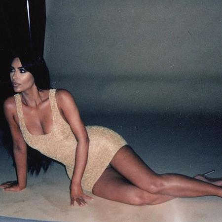 Ким Кардашьян заинтриговала поклонников новой фотосессией