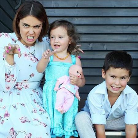 Агата с детьми