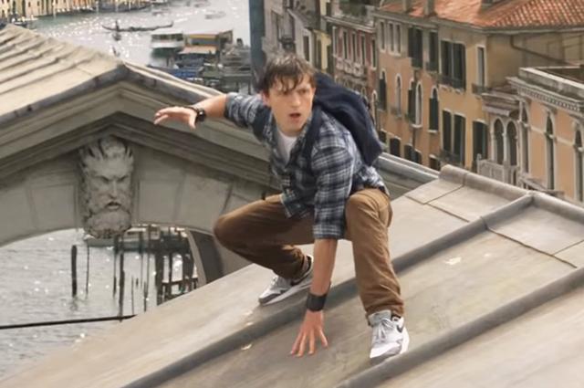 """Том Холланд в трейлере к фильму Зендая в трейлере к фильму """"Человек-паук: Вдали от дома"""""""
