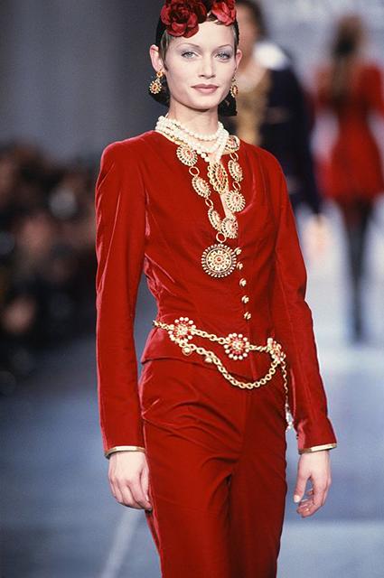Эмбер Валетта на показе Chanel сезона осень/зима-1993/1994