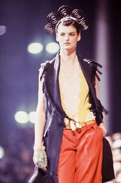 Линда Евангелиста на показе Jean Paul Gaultier, 1988 год