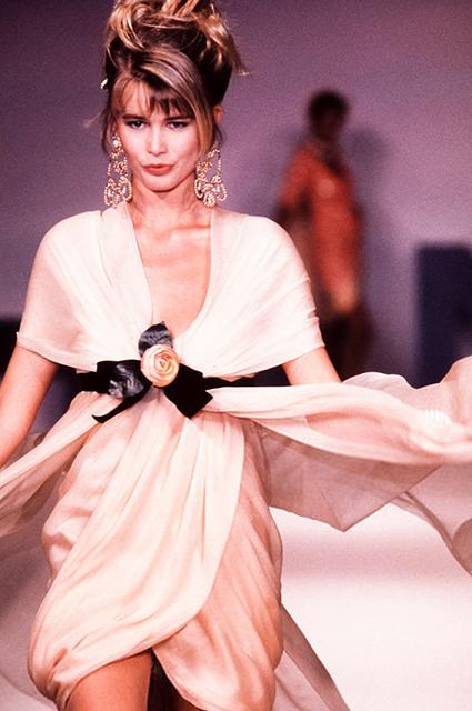 Клаудия Шиффер на показе Chanel Haute Couture сезона весна/лето-1989