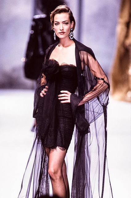 Татьяна Патиц на показе Chanel Haute Couture в 1991 году
