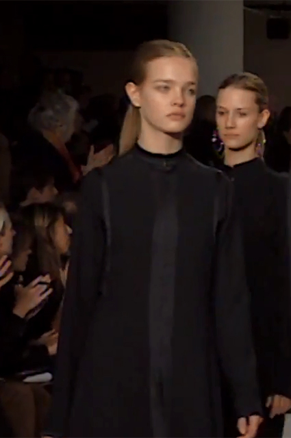 Наталья Водянова на показе Calvin Klein сезона осень/зима-2002/2003