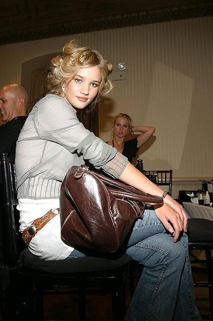Рози Хантингтон-Уайтли закулисами показа Chris Aire сезона весна/лето-2005