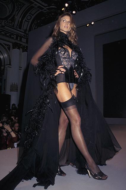 Хайди Клум на показе Victoria's Secret в 1997 году