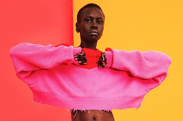 Иди на цвет: яркие краски и принты в весенне-летних лукбуках