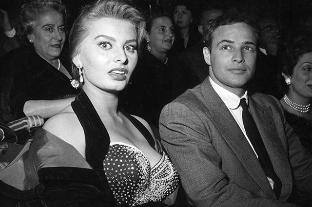 Минутка ретро: токсичный Голливуд, или Как Марлон Брандо рассорился с Софи Лорен и Элизабет Тейлор