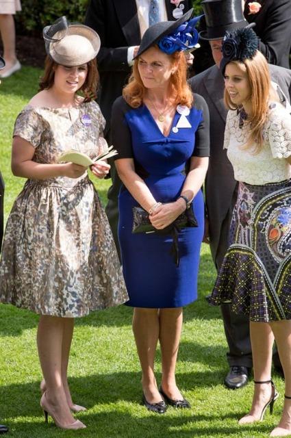 Сара Фергюсон и принц Эндрю с дочерьми