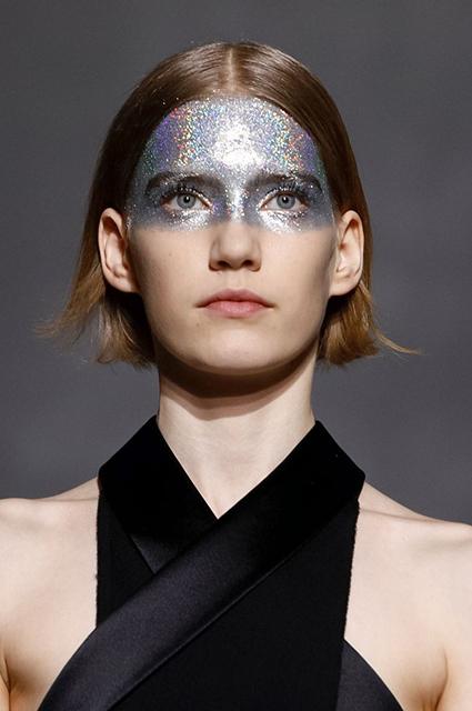 Неделя высокой моды в Париже: Кайя Гербер на показе Givenchy