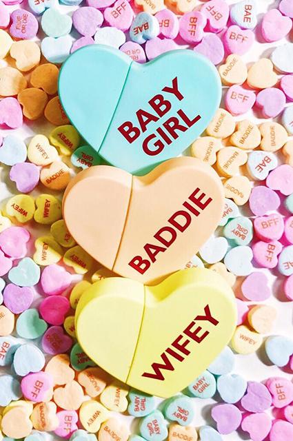 Парик, белье и шпильки: Ким Кардашьян анонсировала выход нового парфюма ко Дню святого Валентина