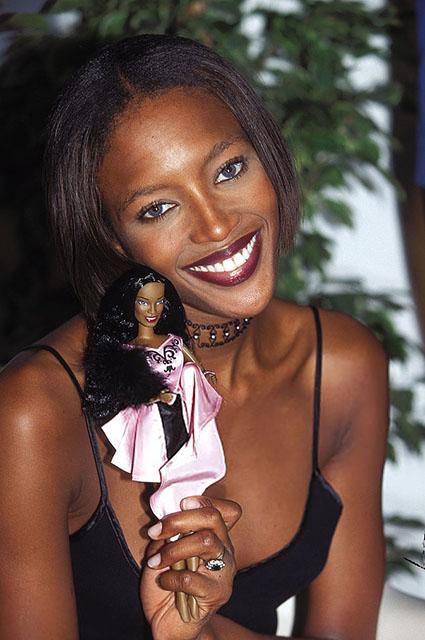 Наоми Кэмпбелл со своей Барби