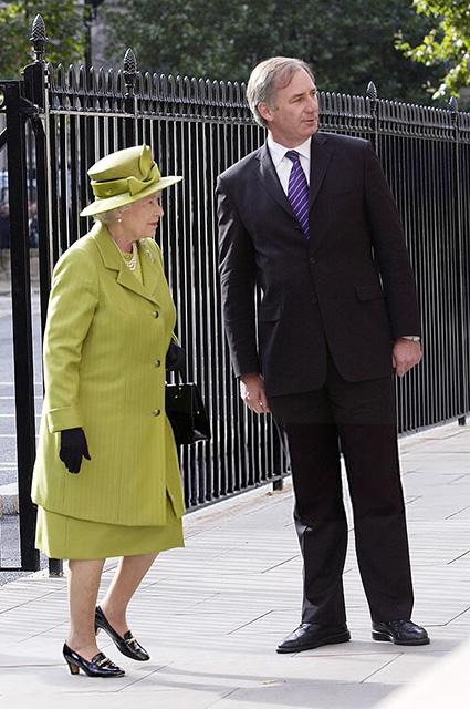 Вместе навсегда: что мы знаем про любимые туфли королевы Елизаветы II