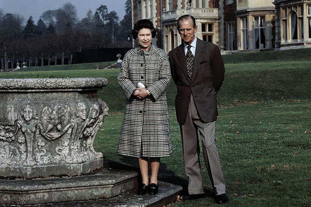 Королева Елизавета с мужем принцем Филиппом