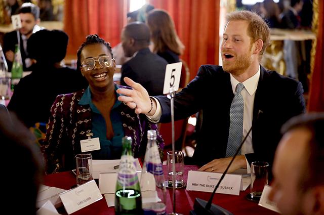 Принц Гарри с участниками круглого стола
