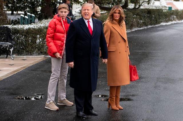 Мелания и Дональд Трамп вместе с сыном Бэрроном