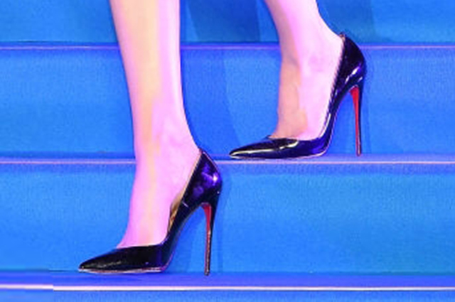Ее маленькое черное платье: Эмбер Херд на премьере «Аквамен» в Токио